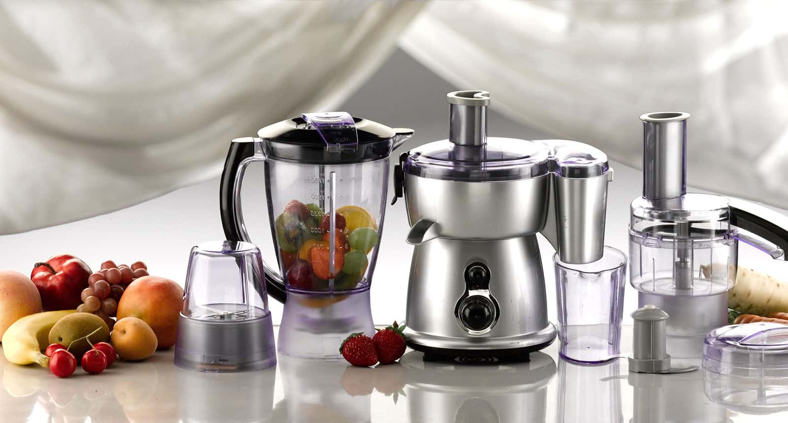 Food Processor and Fruits